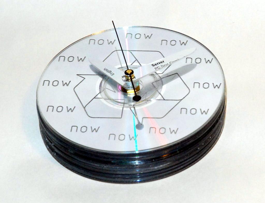 cdrom-clock