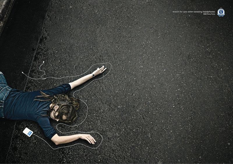 Grafous :: Diseño Gráfico Social, Activista y Sostenible :: Accidentes de Tráfico :: Peatón con auriculares